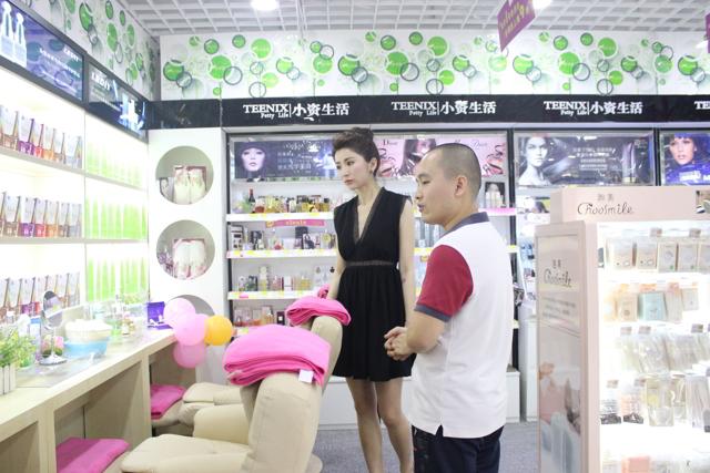 小资生活正式签约著名影视女星刘庭羽形象代言
